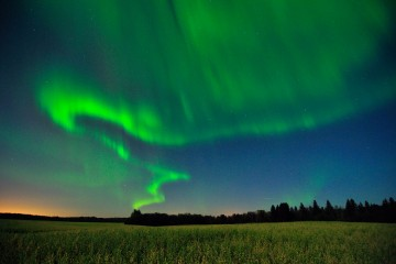 Photo of the Day - www.letsbewild.com - Aurora Borealis near Elk Island National Park, Albera - Mike Isaak