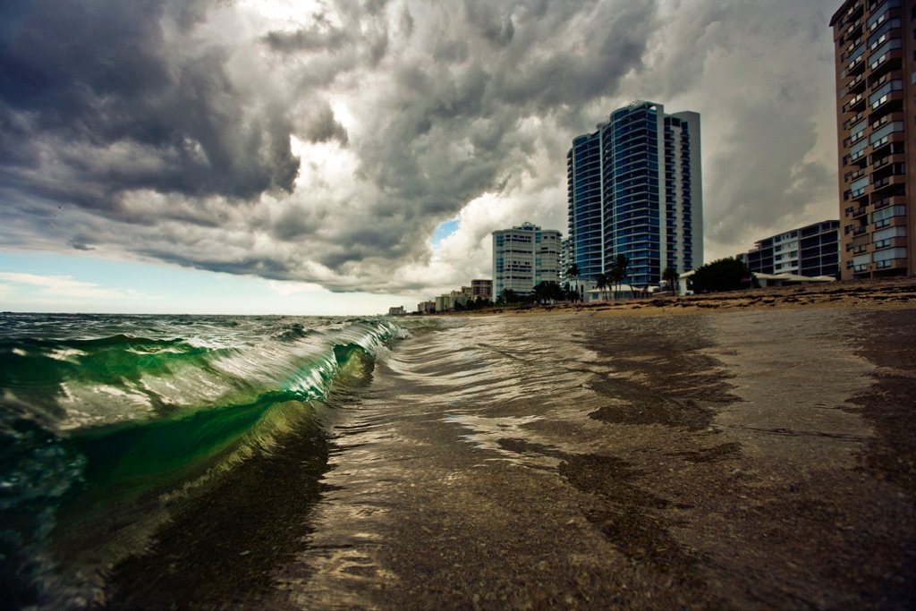 Wave in mid-air as an afternoon storm rolls over South Florida [OC][1024x683]