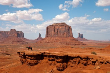 Adventure Travel Photo of the Day - www.letsbewild.com - Monument Valley, Arizona & Utah, United States - Loek Janssen