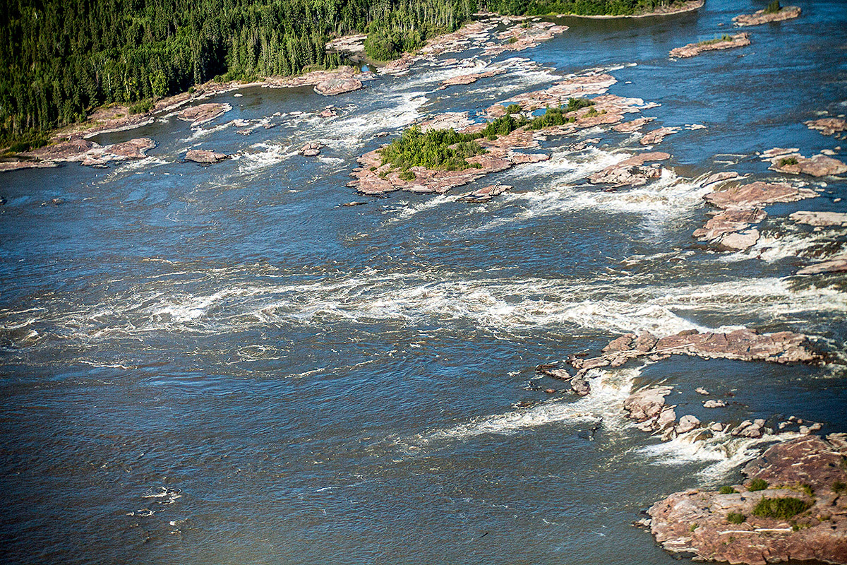 There are many hidden places all along the route which only the most seasoned of paddlers can reach. An annual event - which happens around the end of July - known as Paddlefest unites paddlers from all over to celebrate the beauty of this magnificent class IV rapids range. ©Parks Canada - Photo by Karl Johnston