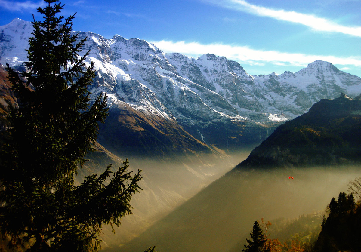 Photo of the Day: Paragliding in the Swiss Alps